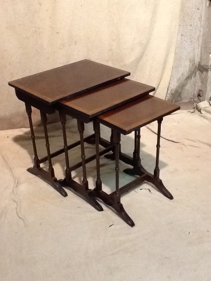A nest of 3 reproduction mahogany coffee tables largest for Coffee tables 30cm wide