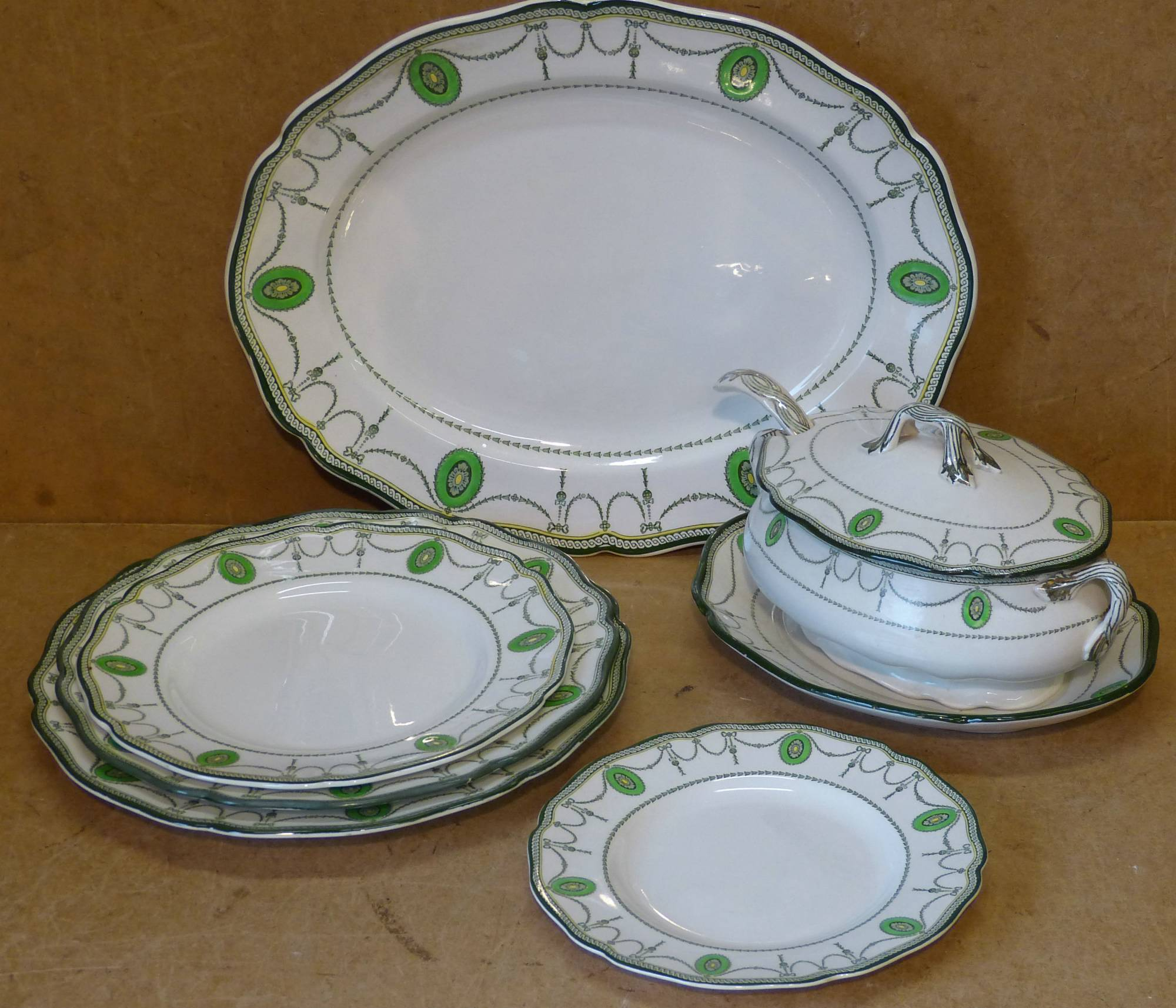 A Royal Doulton `Countess` Pattern Dinner Service from P.F. Windibank . & A Royal Doulton `Countess` Pattern Dinner Service from P.F. Windibank